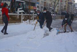 Hakkari'de kar timleri iş başında