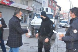 Kızılay'dan polise sıcak çorba ikramı