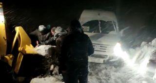 Mahsur kalan 20 yolcu kurtarıldı