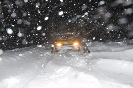 Yüksekova'da yoğun tipi nedeniyle araçlar mahsur kaldı