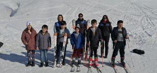 Hakkari polisi çocukları kayak merkezinde sevindirdi