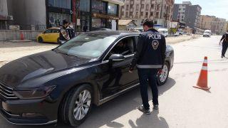 Yüksekova'da polis ekipleri kısıtlama denetimi yaptı