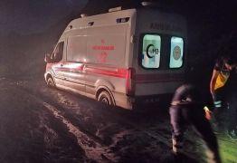 Yüksekova-Van karayolunda heyelan: Çok sayıda araç mahsur kaldı