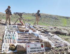 Oğul köyü kırsalında çok sayıda silah ve mühimmat ele geçirildi