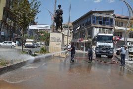 Hakkari caddeleri tazyikli suyla yıkandı